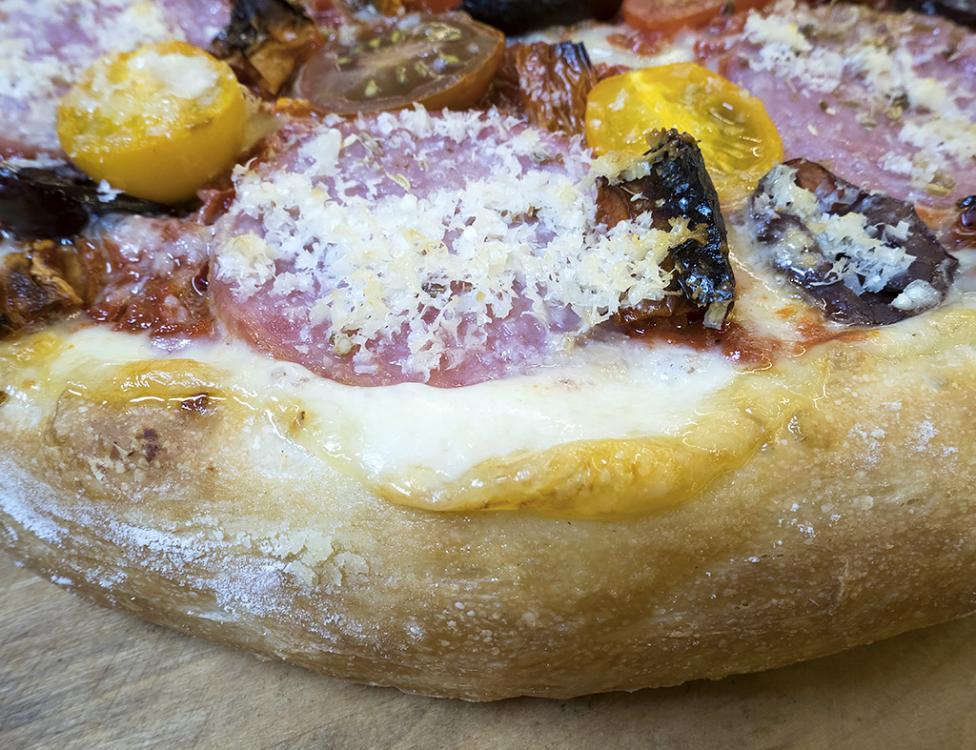 Pizza Edge.jpg